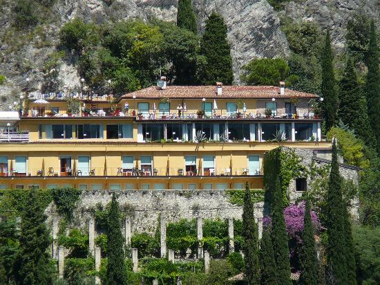 Hotel Villa Dirce: Hotel from the lake
