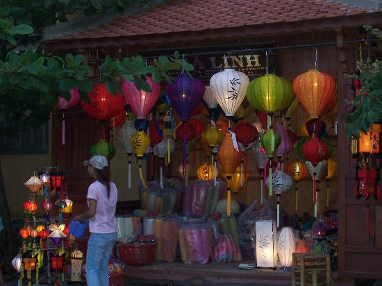 After the floods video von h i an provinz quang nam for Traditionelles chinesisches haus hanoi