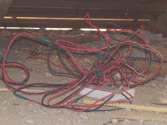 Coral Sea Holiday Village: wire under pool bridge