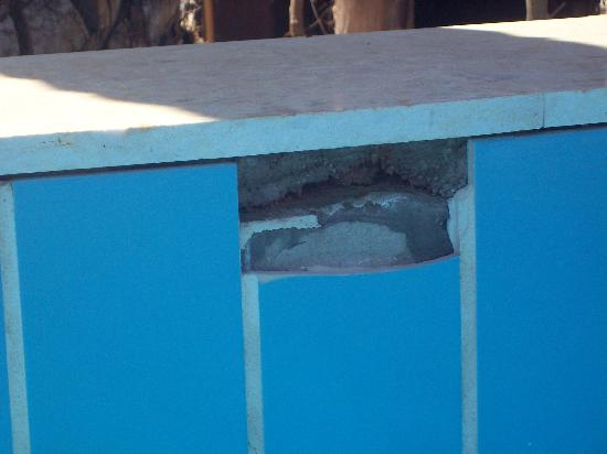 Coral Sea Holiday Village: broken tiles in pool