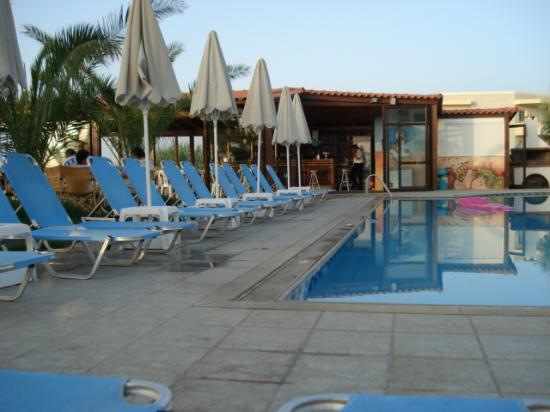Krini Beach Hotel: pool bar