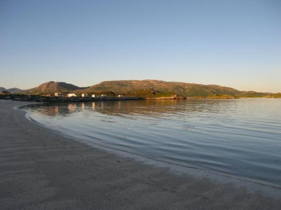 Sommaroy Arctic Hotel Tromso: Beach just before midnight