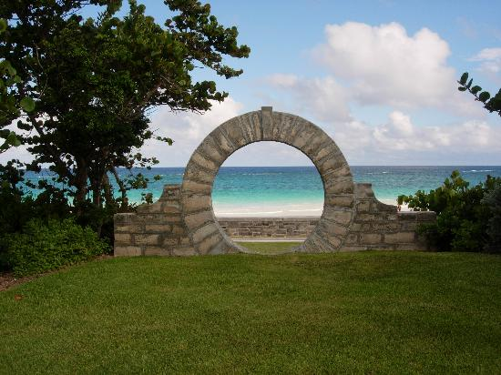 Grape Bay Beach Hotel: Bermuda Moon Gate July 2007