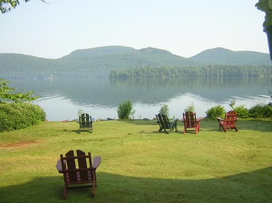 Blue Mountain Lake, État de New York : View from outside the Main Lodge