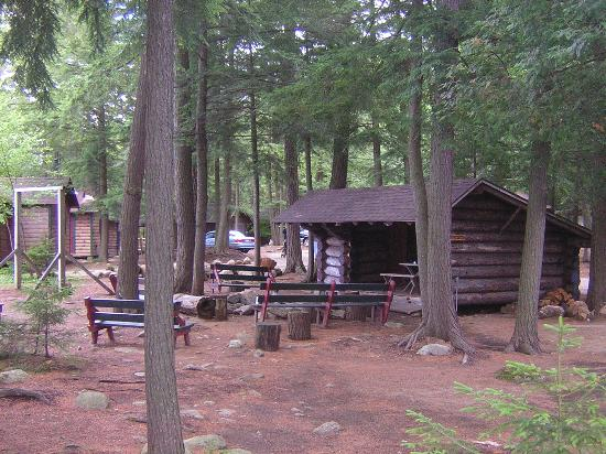 Blue Mountain Lake, NY: Lean-to at the Hedges where they have nightly campfires