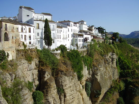 Ronda, Hiszpania: white houses on the cliffs