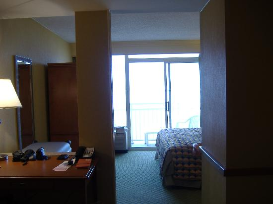 Motel 6 Virginia Beach: view of our room with balcony