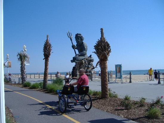 Motel 6 Virginia Beach: on the seafront on a rental bike