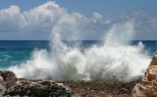 Anguilla: Captains Bay Waves