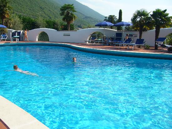 Club Hotel Olivi: poolat rear of grounds