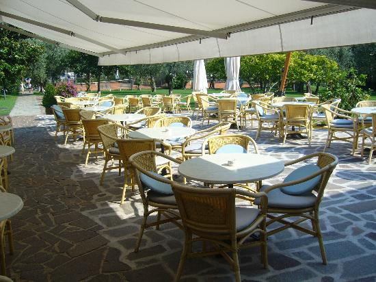 Club Hotel Olivi: a perfect socialising area on veranda