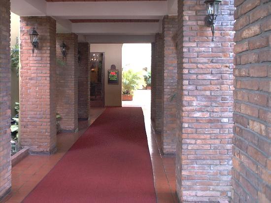 Hotel Santo Domingo: Front entrance