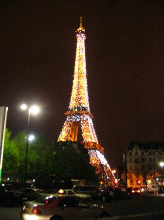 Eiffel tower picture of paris ile de france tripadvisor for Hotels around eiffel tower