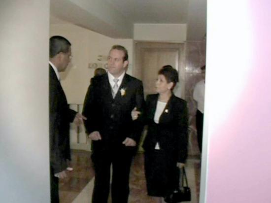 Suites Del Bosque Hotel: Este es el mommento en que el sujeto le pide el celular a mi esposo haciendose pasar como...