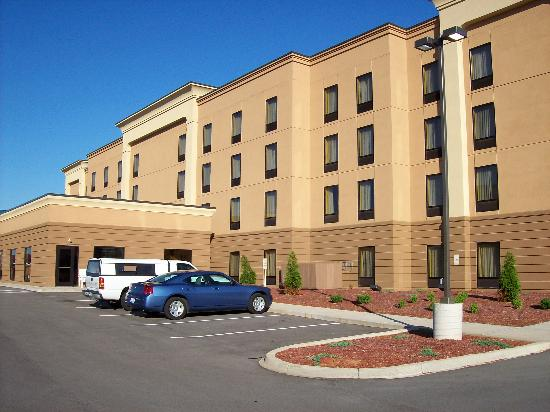 Hampton Inn & Suites Louisville East: Exterior View