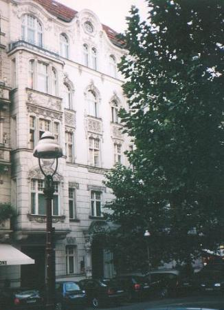 Hotel Pension Columbus: As it looks from the street-  Herrenhaus!