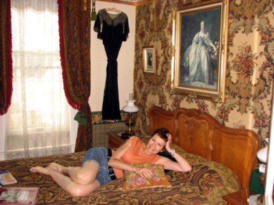 Abigail's Elegant Victorian Mansion - Historic Lodging Accommodations: Van Gough bedroom interior