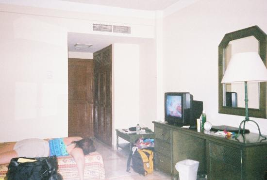 Los Itzaes Hotel : A pic of our room