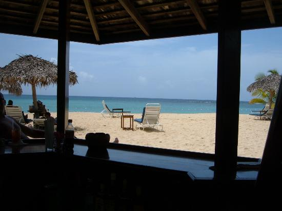 Jamaica Inn: from the beach bar, you can have lunch there!
