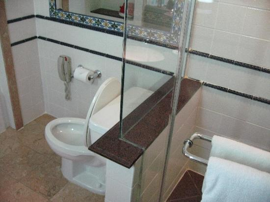 British Colonial Hilton Nassau Bathroom