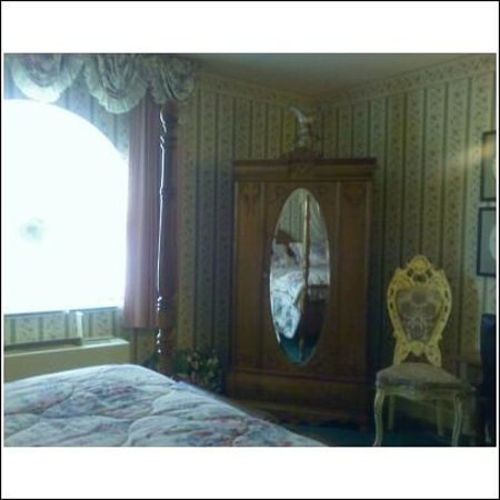 Baymont Inn & Suites Mundelein Libertyville Area: TV Armoire