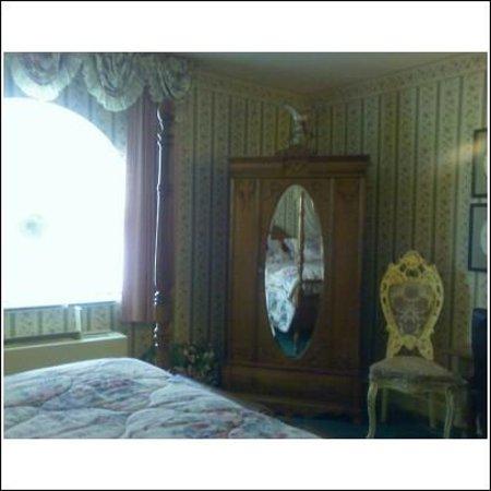 Baymont Inn & Suites Mundelein Libertyville Area : TV Armoire