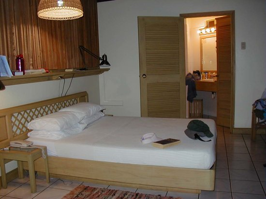 Kariwak Village Holistic Haven and Hotel: All the rooms are clean, bright, fresh tiles, beautiful.
