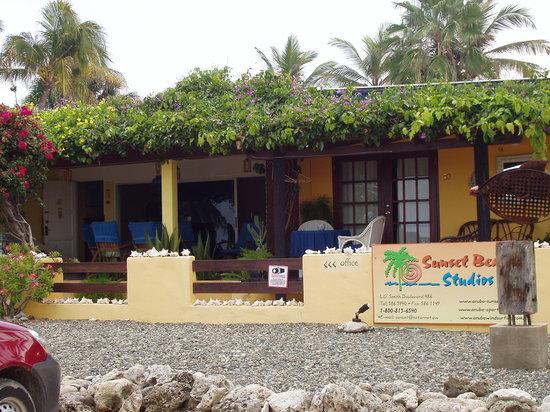 Aruba Sunset Beach Studios: Front of Sunset Beach Studios