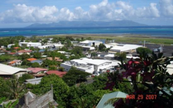 Tahiti Airport Lodge : morning view of Moorea to die for and it felt like it