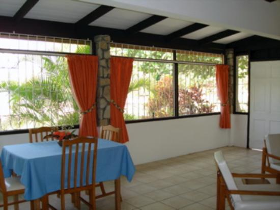 Lance Aux Epines Cottages: Living/dining