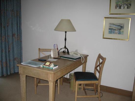 The Westin Dragonara Resort, Malta: desk room 643