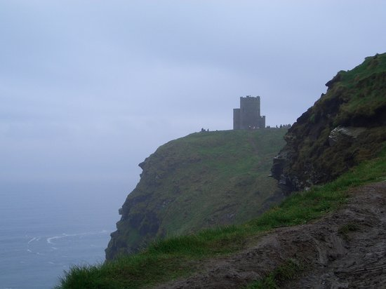 Oeste de Irlanda, Irlanda: Tower on cliff