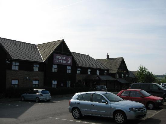 Premier Inn Salisbury North Bishopdown Hotel: View from car park