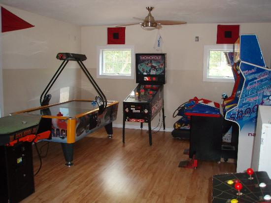 Atlantic Oaks Campground: games room