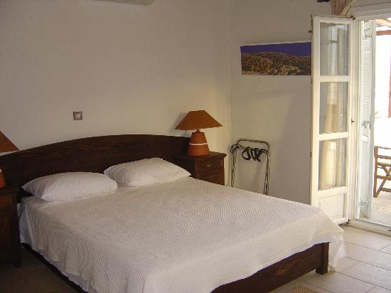 Petali Village Hotel: Our bed