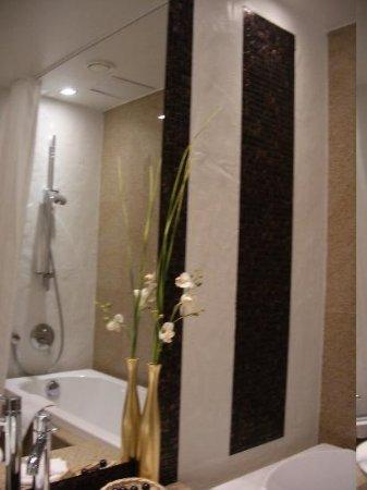 Savoy Boutique Hotel : Bathroom