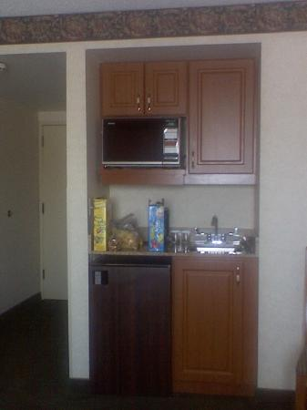 Holiday Inn Express Hotel & Suites Pittsburgh Airport: Mini-kitchen area
