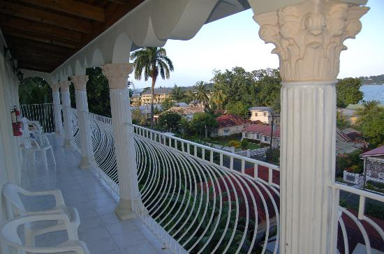 Ocean Crest Guest House: Balcony and view