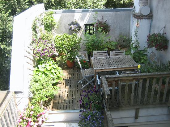Maes B & B: deck outside the kitchen