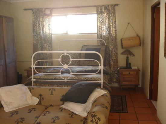 Waterland Lodge: Bedroom and Lounge