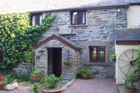 Brongwyn Holiday Cottages : Dairy Cottage (ground floor) at Brongwyn
