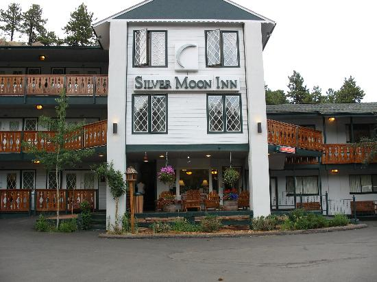 Silver Moon Inn: From the parking lot