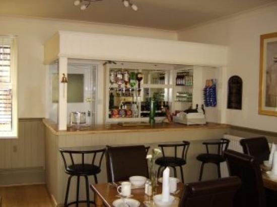 The Shellbrooke Guest House: The bar