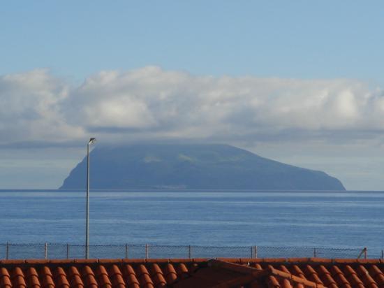 Santa Cruz das Flores, Portugal: Island of Gorvo from dinning room
