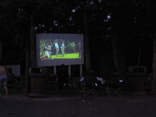 Cherry Hill Park Campground: Outdoor theatre