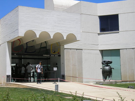 Fondation Joan Miró (Fundació Joan Miró) : Entrance to the Fundacio Miro