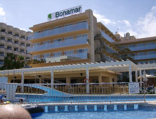 Protur Bonamar : view across the pool