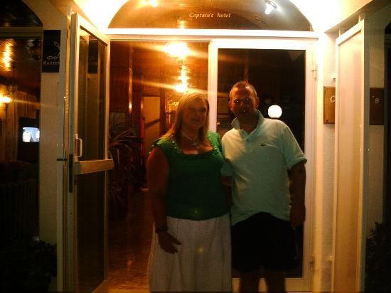Captains Hotel: Me & Phil at the entrance
