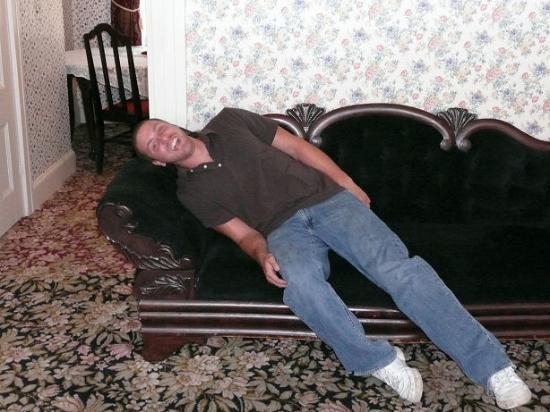 Fall River, ماساتشوستس: couch replica-andrew borden found dead