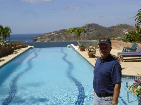 Pelican Eyes Resort & Spa: Joe By Lap Pool